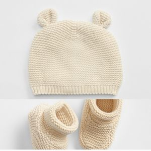 Gap baby hat and booties 3-6 months